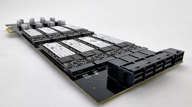 استفاده هم زمان از 16 حافظه SSD روی یک برد